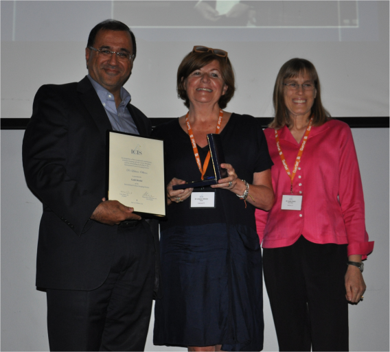 Gold Medal awarded to Dr. Liliane Ollivier