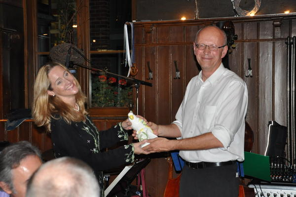 Prof Schlemmer hands over the ICIS presidency, and Imogen the parrot to Prof. Rockall