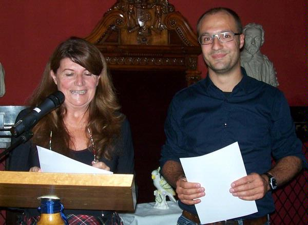 Liliane Ollivier, ICIS President (2009-10) awards First Prize for Best Oral Presentation to Stefan Harders for High-resolution spiral CT for determini