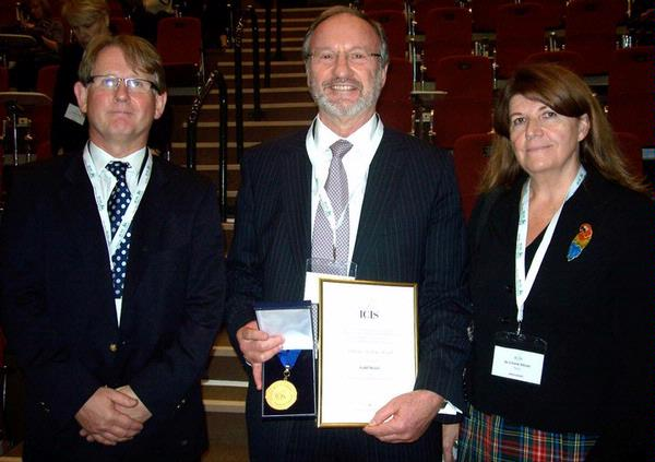 Professor Rodney Reznek, recipient of the 2010 ICIS Gold Medal in recognition of his exceptional contributions and pioneering work in oncological radi